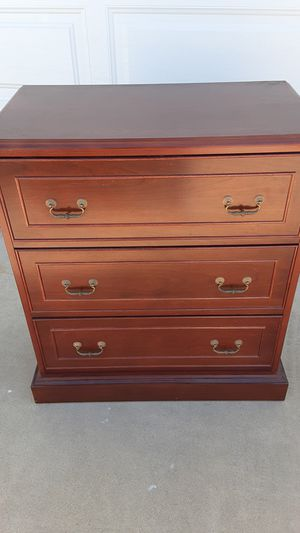 """Gorgeous Quality Mahogangy dresser . Nice Hardwareon draers. Approx. L 30"""" X W 16"""" X H 30"""" for Sale in Sun City, AZ"""