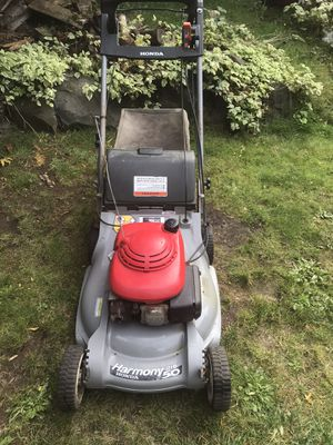 Honda Harmony 215 50 gas self propelled lawn mower w/bag for Sale in Kirkland, WA