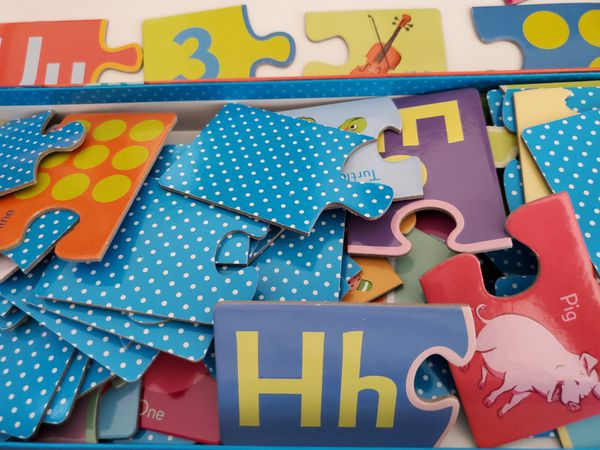 Simple Puzzle Pairs Alphabet and Numbers Game