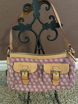 Dooney and Burke classic purse. Super cute for summer. for Sale in Rancho Cucamonga, CA