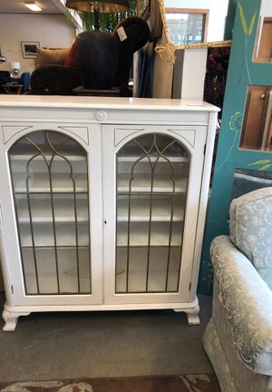 Vintage White Bookcase for Sale in Tacoma, WA