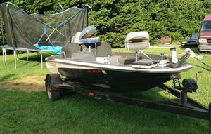 Hydro bass boat with 90 evinrude for Sale in Winston-Salem, NC