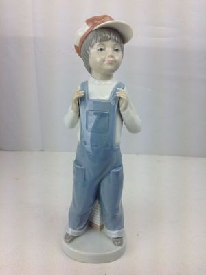 Lladro Boy From Madrid Figurine #4898 for Sale in Belleair Bluffs, FL