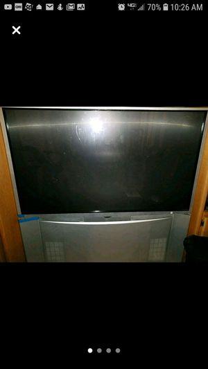 """FREE Hitachi TV is 55""""W x 24 rear projection tv for Sale in Burlington, NJ"""