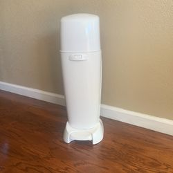 Playtex Diaper Genie Complete / 2 Refills for Sale in Gilroy,  CA
