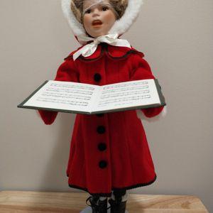 "Little Caroler Shirley Temple 18"" Danbury Mint Christmas Porcelain Doll for Sale in Wyandotte, MI"