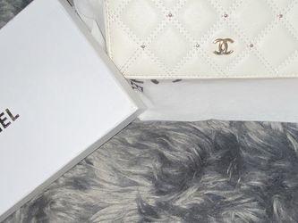 Cute White Zipper Wallet for Sale in Murrieta,  CA