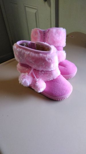 Botas para niña size 6 for Sale in Durham, NC