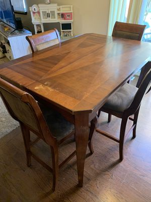PENDING Free Table for Sale in Marysville, WA