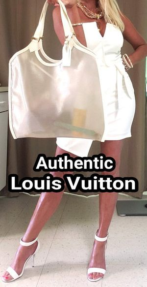 Authentic Louis Vuitton LARGE Epi Leather White Coconut Lagoon GM Bag & Pouch for Sale in Federal Way, WA