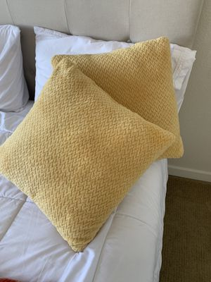 Decorative pillows + throw blanket for Sale in Oakland, CA