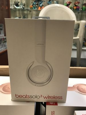 Beats solo 3 wireless headphones by dr Dre white limited edition for Sale in Orlando, FL