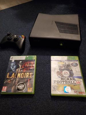 Xbox 360 with NCAA 14 & LA NOIRE for Sale in Houston, TX
