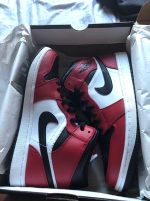 Air Jordan 1 mid Chicago black toe size 10 for Sale in Imperial Beach, CA
