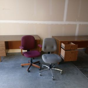 Free Desks And Chairs for Sale in Auburn, WA