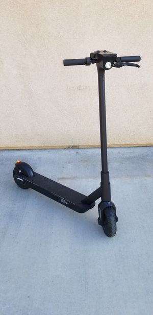 Electric Scooter WITH Charger, good condition for Sale in Riverside, CA