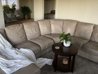 Sectional Couch With Chaise Lounge for Sale in Long Beach,  CA