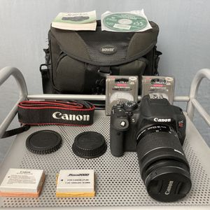 Canon EOS Rebel T5i w/18-55mm Lens Excellent Condition!! for Sale in Los Angeles, CA