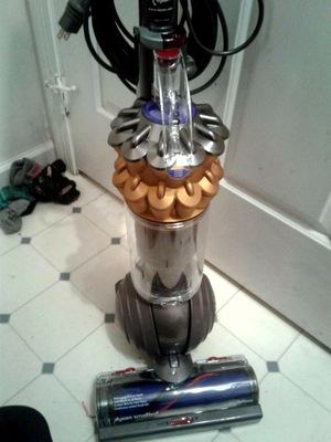 Dyson Multi-surface Ball Vaccum for Sale in UPR MAKEFIELD, PA