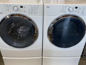 KENMORE LARGE CAPACITY WASHER DRYER SET ON PEDESTALS for Sale in Vancouver,  WA