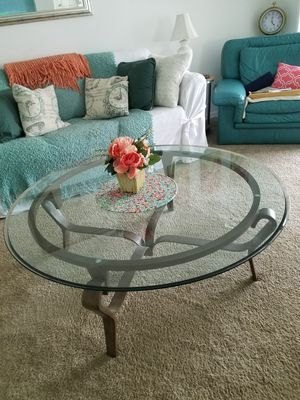 Beleved glass coffee table for Sale in Tampa, FL