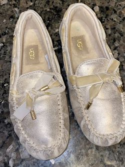 NEW Kids UGG Sparkle Mocassin Slippers Size 13 for Sale in Bothell,  WA