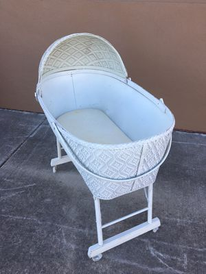 Vintage Wicker Baby/Doll Bassinet for Sale in Rancho Cordova, CA