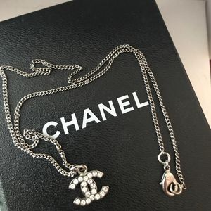 CHANEL NECKLACE (AUTHENTIC) for Sale in Orange, CA