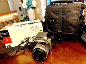 Sony NEX-5, E 18-55mm lens, upgraded flash, Lowepro carry bag for Sale in Newport Beach, CA