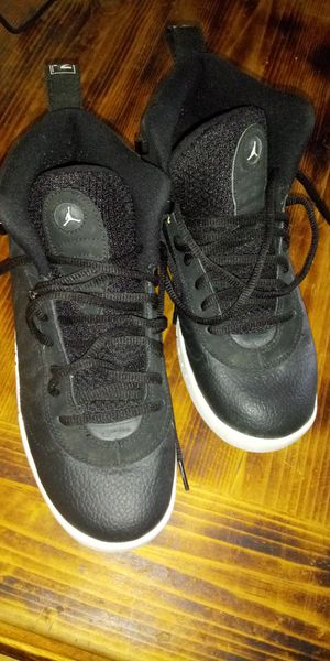 Jordans size 7Y. Air Money Nike size 7Y for Sale in Bakersfield, CA