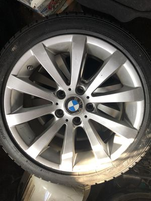"""BMW Style 285 17"""" runs with tires for Sale in Brooklyn, NY"""