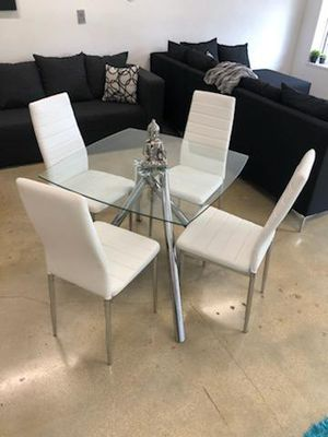 Modern dining room table for Sale in North Miami Beach, FL