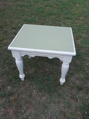 Beautiful End Table, ( 23 w x 25 L x 21 height ) 25. for Sale in Princeton, TX