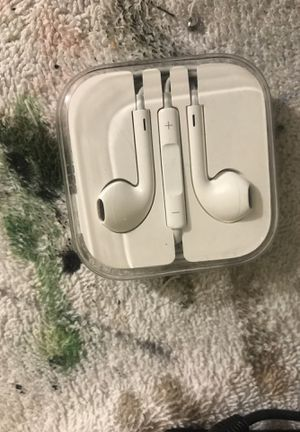 Original apple earbuds never used for Sale in Federal Way, WA