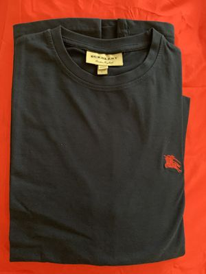 Burberry tee in Large for Sale in Durham, NC