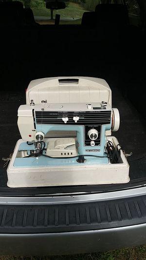 Dressmaker S6000 Sewing Machine for Sale in Blacksburg, VA