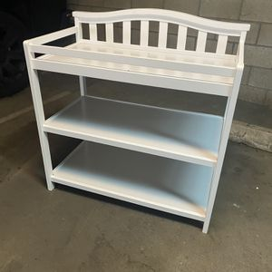 Like New Baby Changing Table for Sale in Long Beach, CA