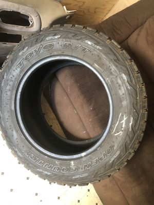 Toyo tires 35x12.5 for Sale in Fresno, CA