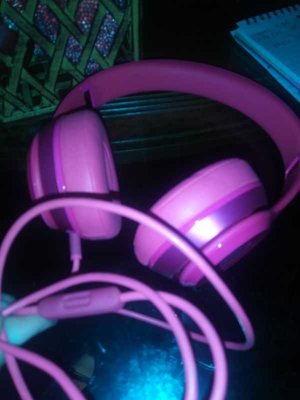 Beats earphones pink not wireless!