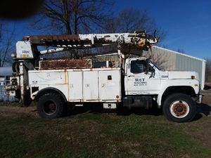 Line truck for Sale in Indianapolis, IN