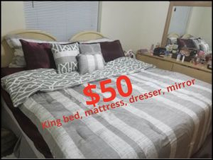 King Size Bed with Dresser and Mirror for Sale in Miami, FL