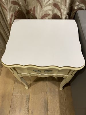 White MCM side table with drawer for Sale in Fremont, CA