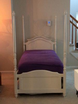 7 piece Stanley girls teen tween bedroom set for Sale in East Windsor, NJ