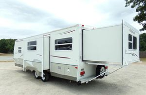 07 5th wheel travel trailer for Sale in Houston, TX