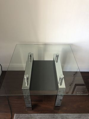 Caleb end table for Sale in Pembroke Pines, FL