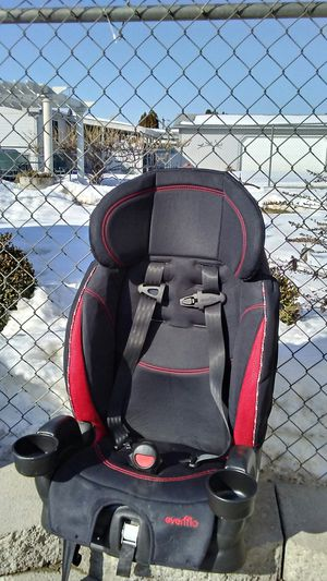 Carseat very little use its a bit dusty but all in working order for Sale in Kennewick, WA