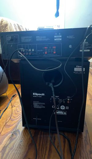 YAMAHA Natural Sound Receiver and Klipsch Base for Sale in Revere, MA