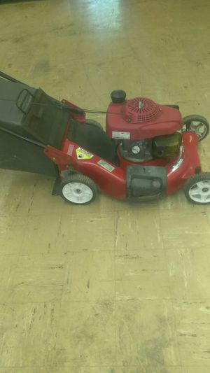 Honda self-propelled lawn mower with a bag for Sale in St. Louis, MO
