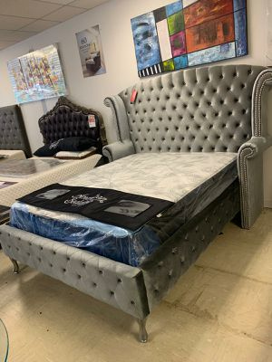 Queen bed frame for Sale in Lauderdale Lakes, FL