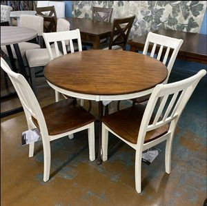 Model Home Ashley Furniture New Gorgeous 5 Piece Dining Set for Sale in Mesa, AZ